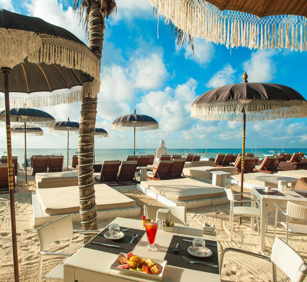 6 Playa del Carmen Restaurants Where You Can Dine on the Beach