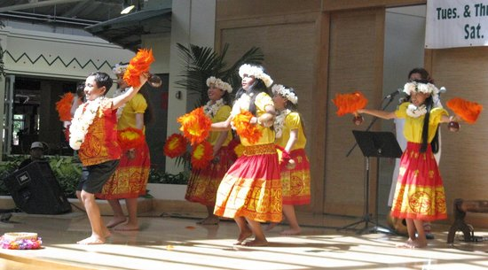 Lahaina Cannery Mall: Maui Shopping and Hula Show
