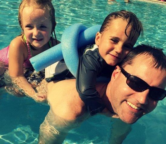 Orlando Resort Pool: Staying off-property near Disney World