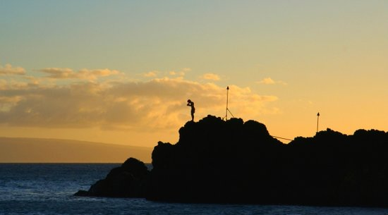 Cliff Divers at Black Rock: Maui Beach