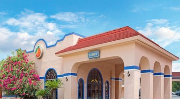 Travelodge Suites by Wyndham Kissimmee Orange