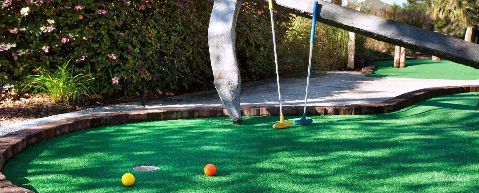 Sheraton Broadway Plantation Resort Villas minigolf at resort