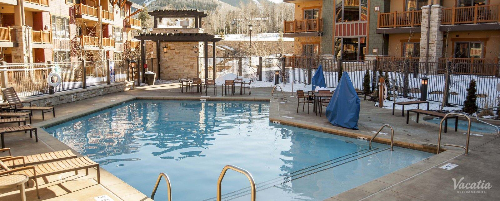 Sunrise lodge park city hgvc reviews pictures floor plans vacatia for Red lodge swimming pool timetable