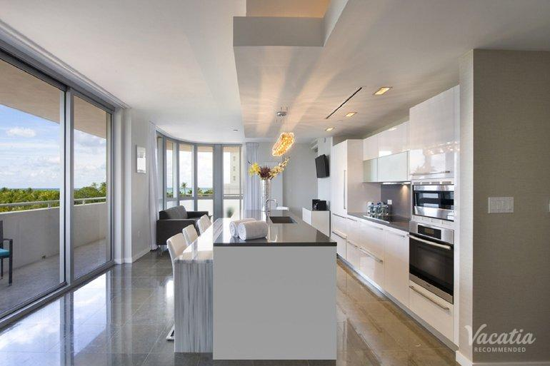 Luxury two bedroom 2 5 bath boulan south beach miami fort lauderdale condo rentals for 2 bedroom suites on collins avenue