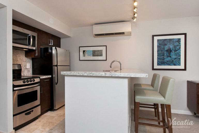 studio partial ocean view ilikai hotel luxury suites. Black Bedroom Furniture Sets. Home Design Ideas